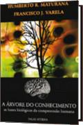 capa do livro A árvore do conhecimento. De cor preta com destaque para o desenho de uma árvore e ao fundo ecossistemas.